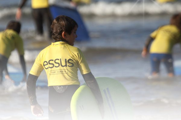 oferta-semana-santa-2016-zarautz-surf-y-yoga-ninos-29-al-1-abril-escuela-surf-essus