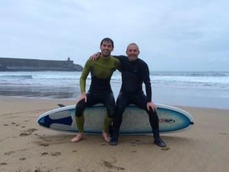 sanse-y-alejandro-escuela-surf-essus-zarautz