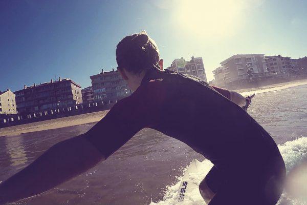 Essus surf Eskola Zarautz escuela surf Essus horario verano 2017