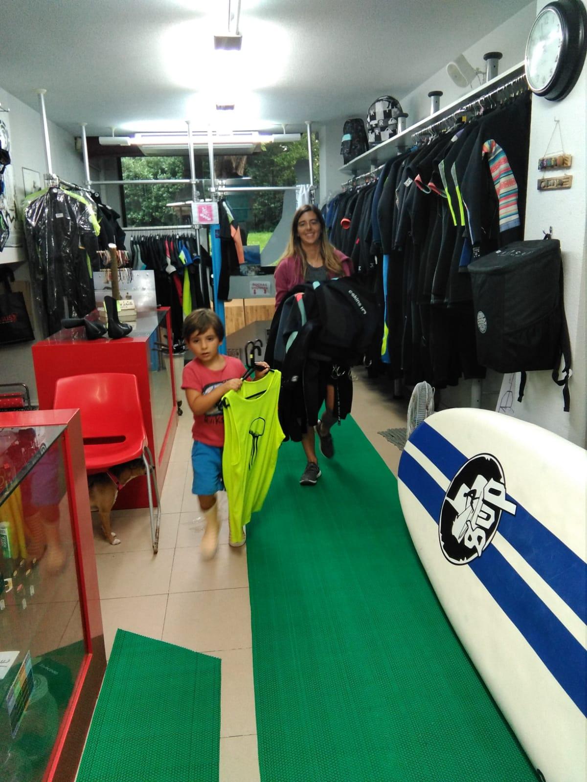 Cursos de suf para familias, Essus escuela de surf en Zarautz